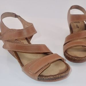 Clarks Wedge Sandals Sz 6 Hevely Ordo Tan Leather